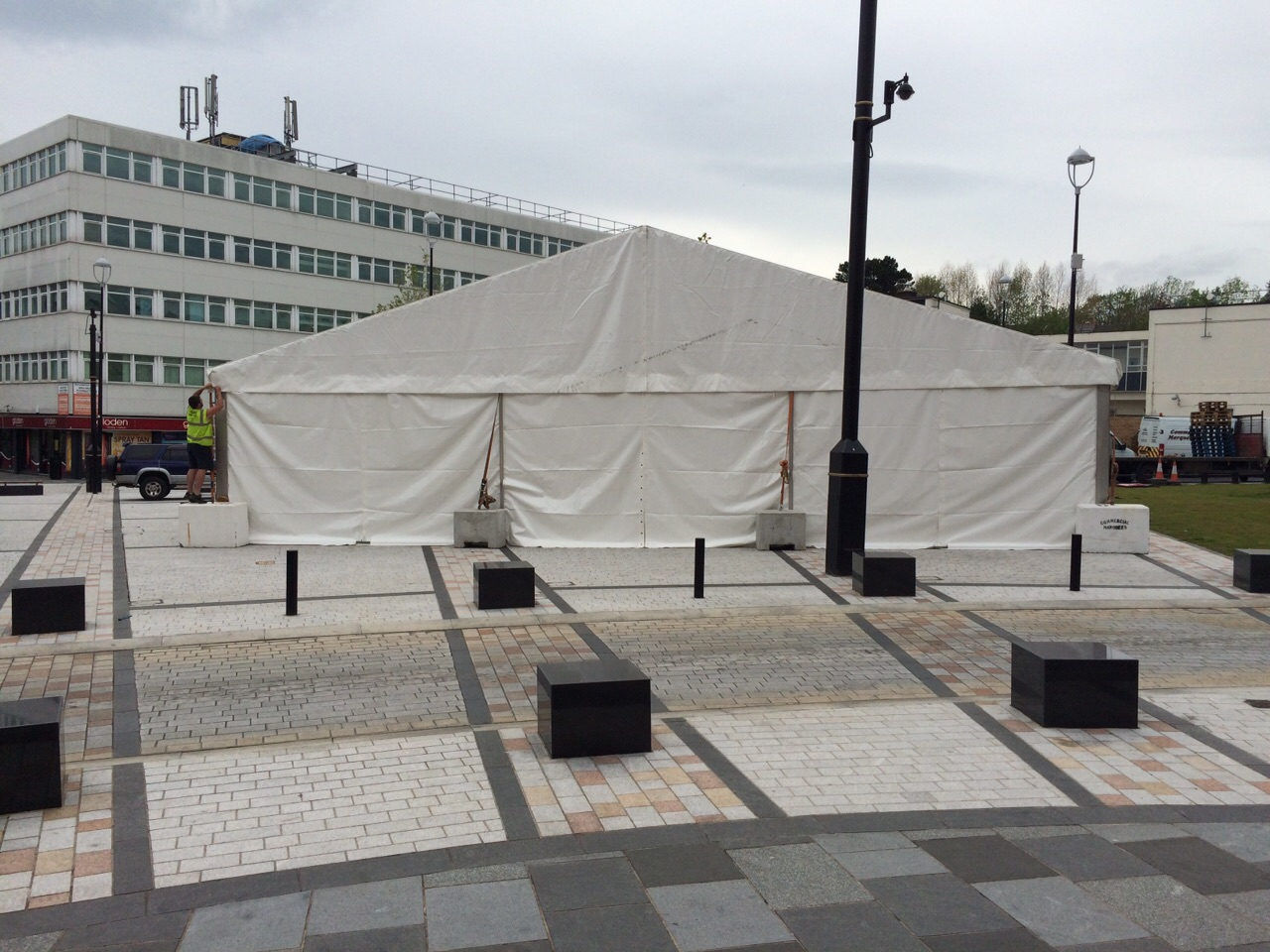 15m-marquee-with-weights