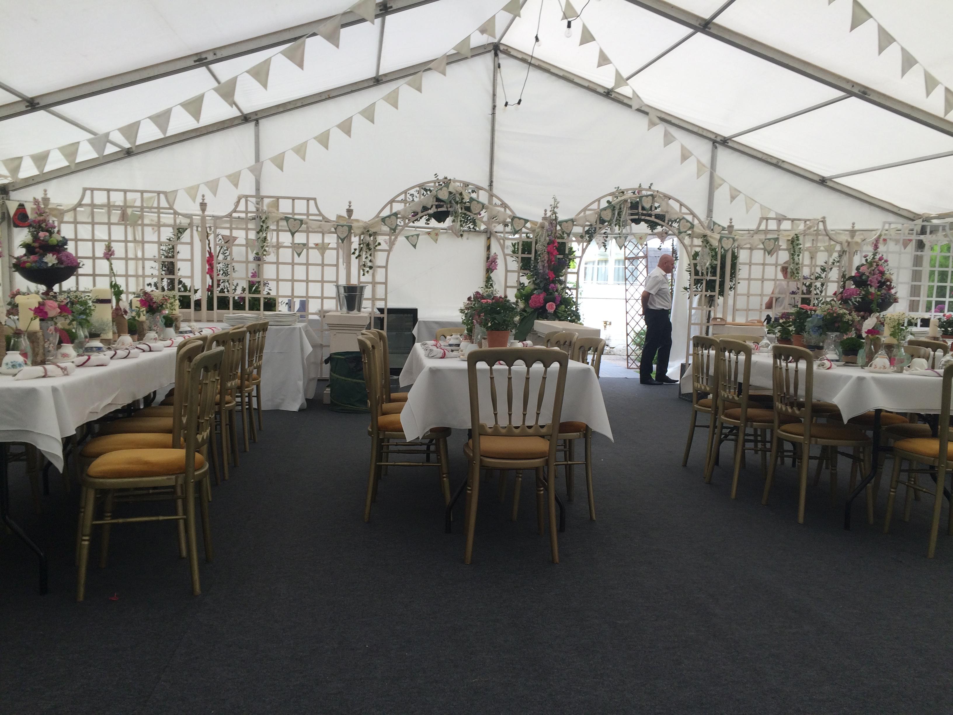 marquee-wedding-with-no-interior-lining